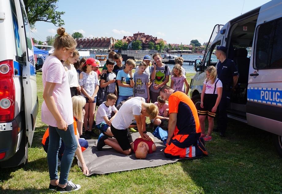 Uczniowie poznają zasady udzielania pierwszej pomocy przedmedycznej