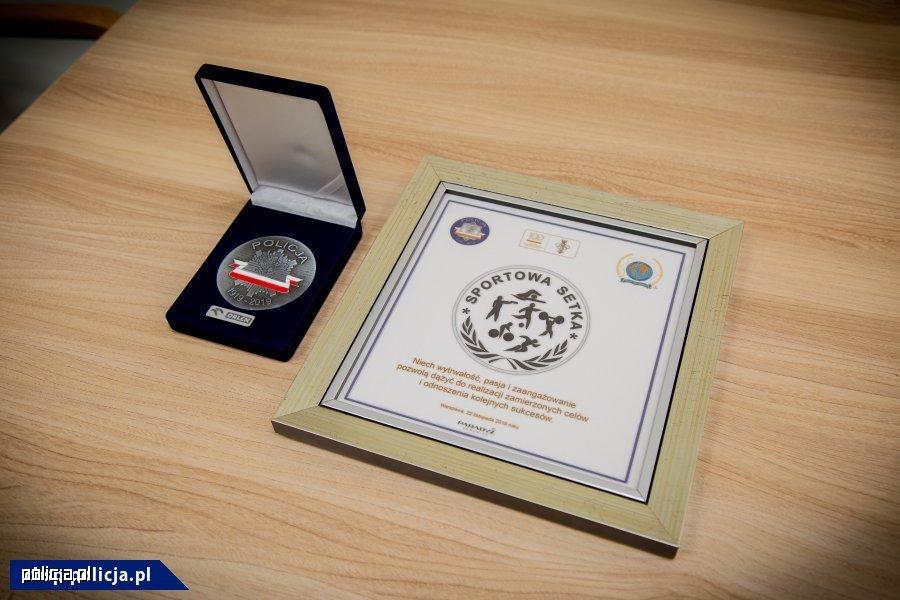 Medal przyznany sierż. szt. Danielowi Szulowi Medal przyznany sierż. szt. Danielowi Szulowi